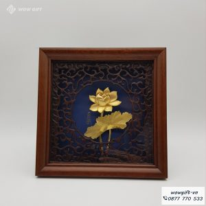 Tranh hoa sen mạ vàng
