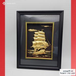 Tranh thuyền buồm mạ vàng
