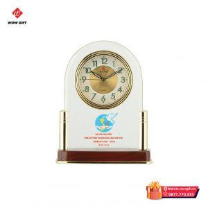 Đồng hồ để bàn in logo