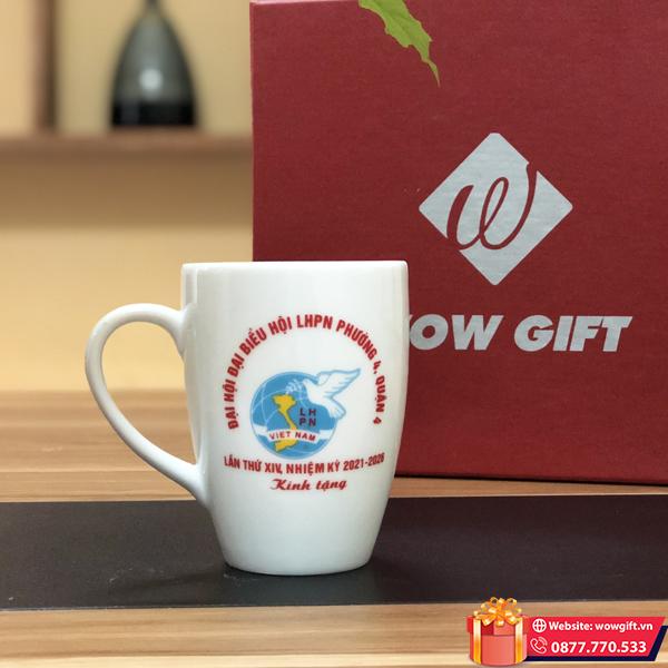 quà tặng đại hội phụ nữ cốc sứ trắng in logo