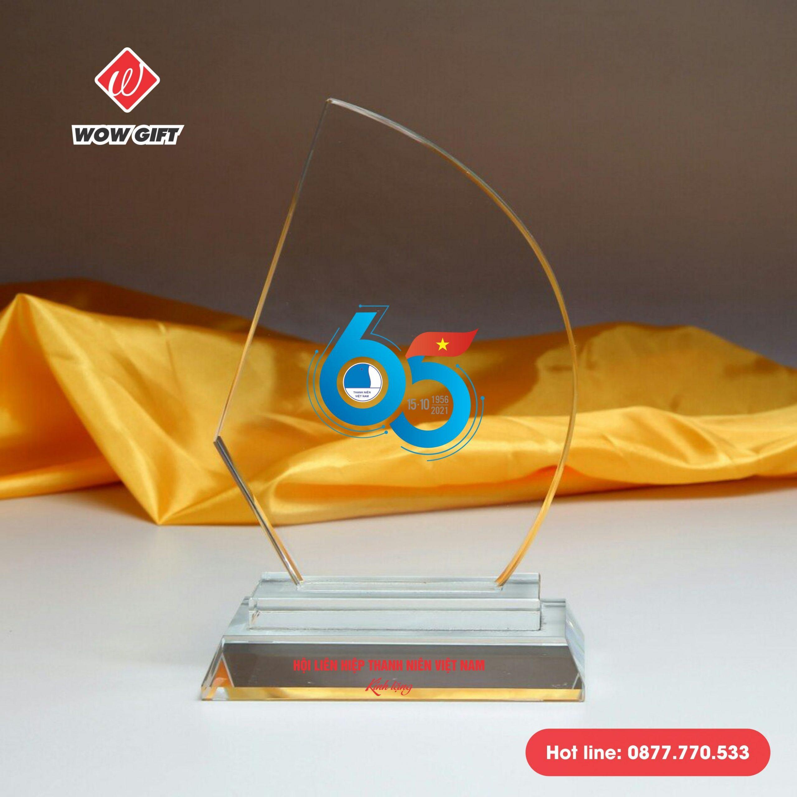 quà tặng kỷ niệm 65 năm ngày truyền thống kỷ niệm chương pha lê